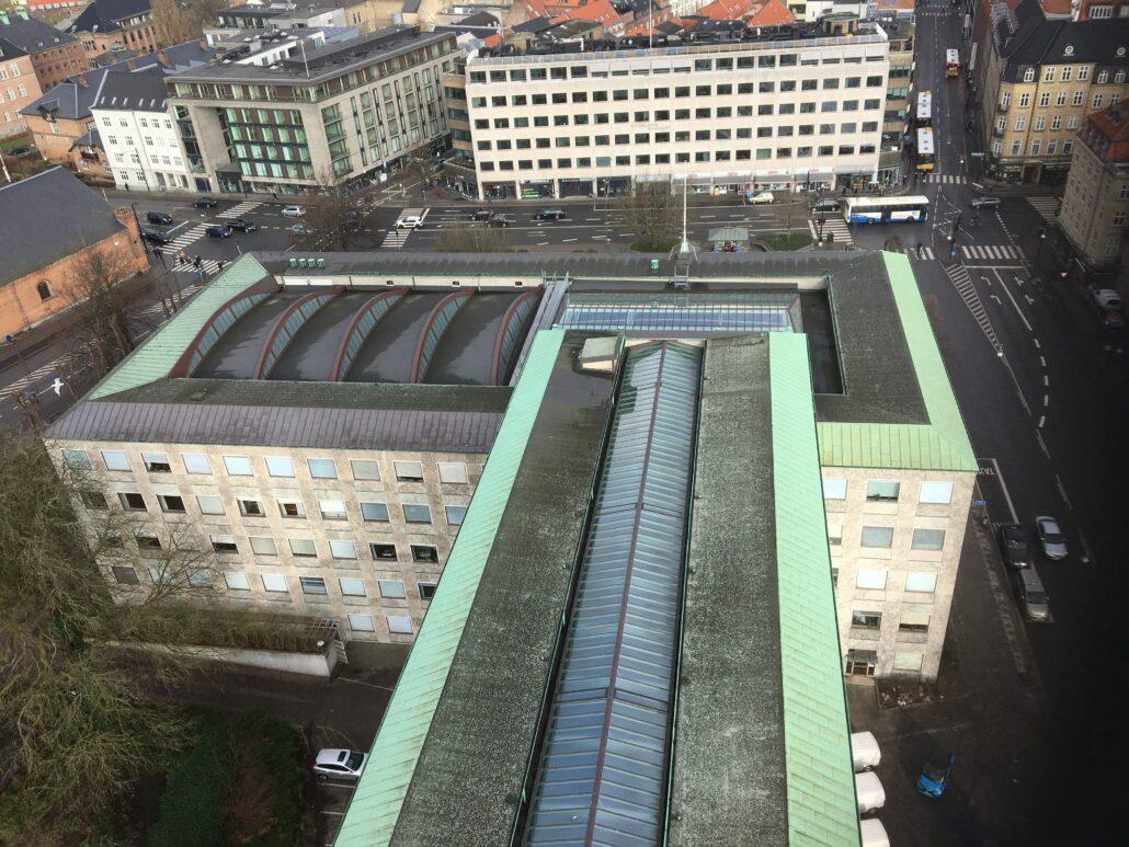 Taget af Århus Rådhus af Arne Jacobsen